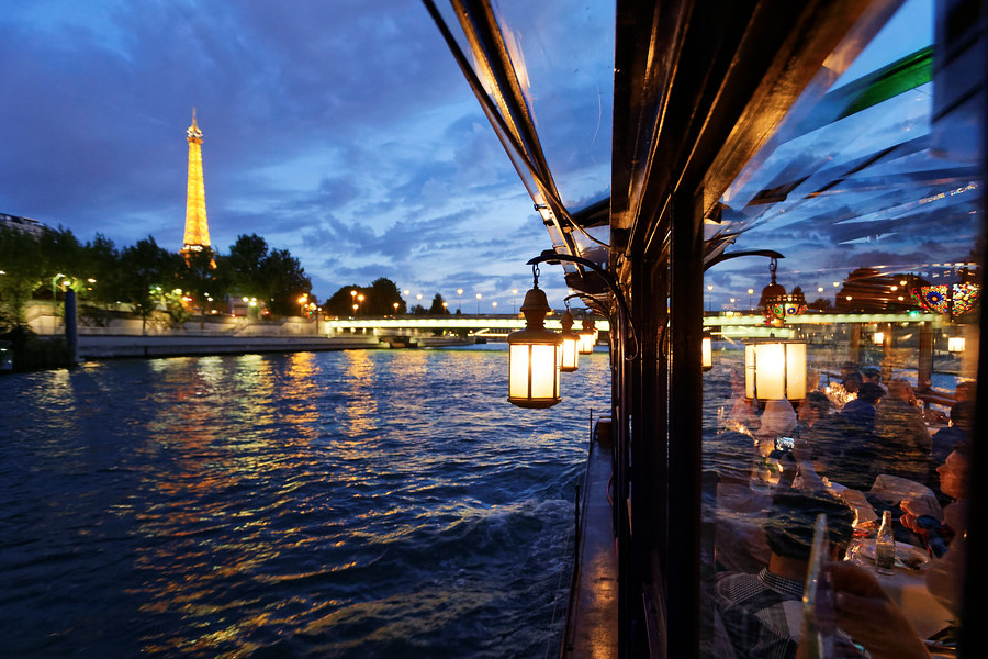 TripLife Dove-mangiare-su-un-battello-a-Parigi-Le-Calife