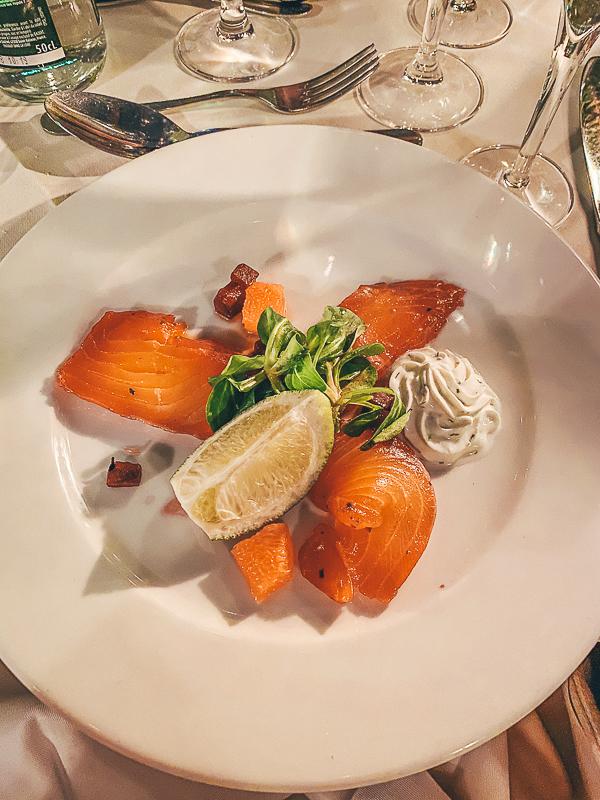 TripLife Dove-mangiare-su-un-battello-a-Parigi-Le-Calife_5